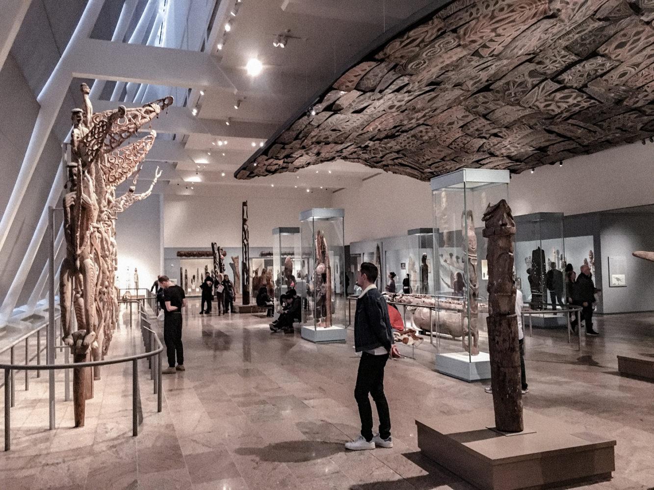 Grande salle de totems antiques