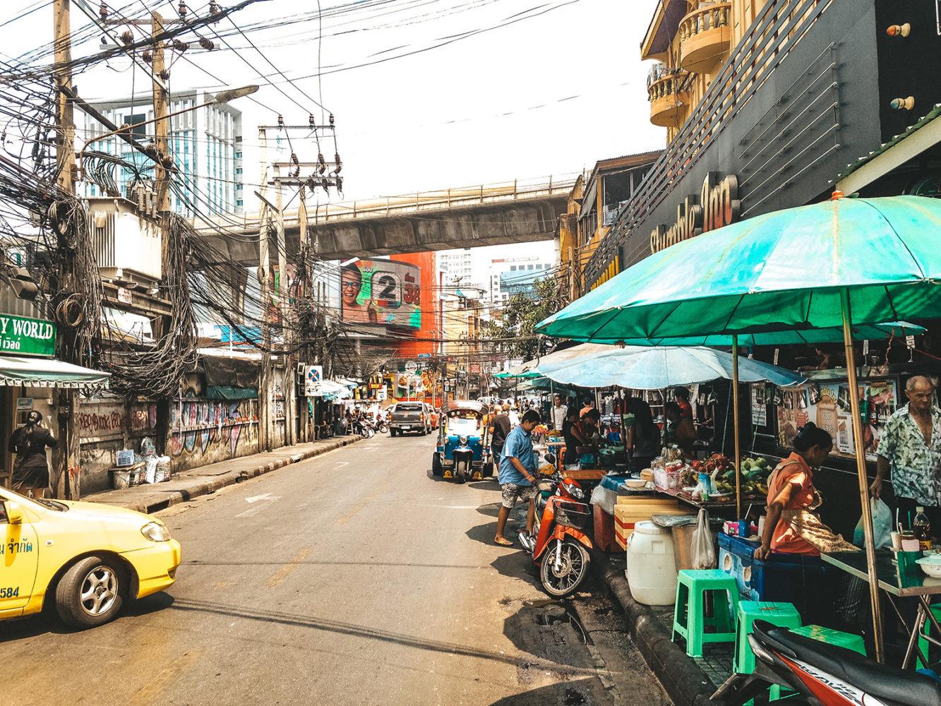 Petit marché au bord de la route