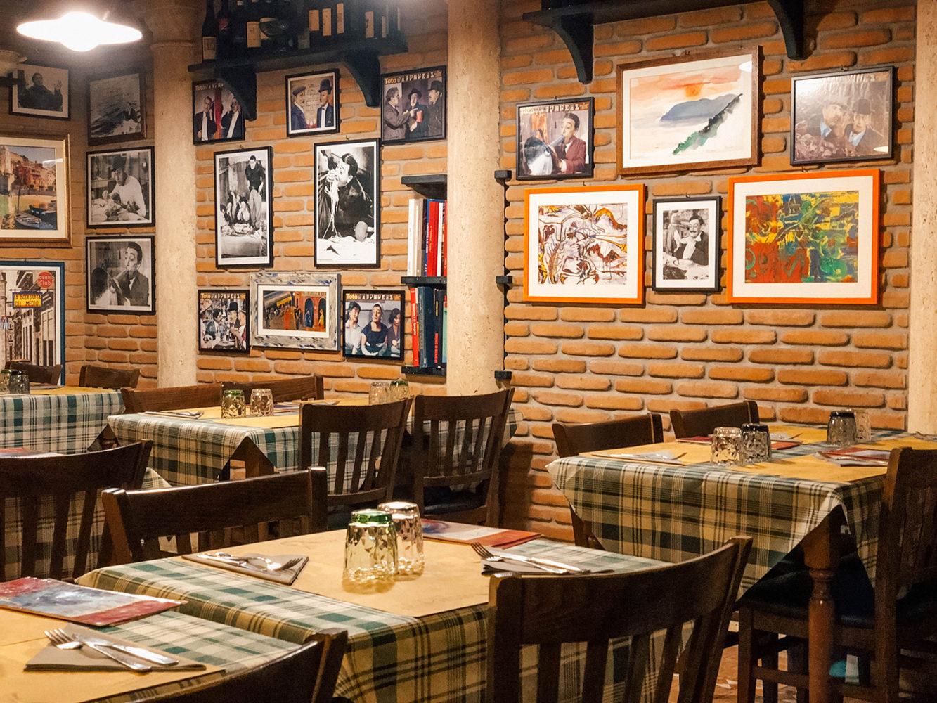 L'intérieur de l'Enoteca Il Pirun à Corniglia