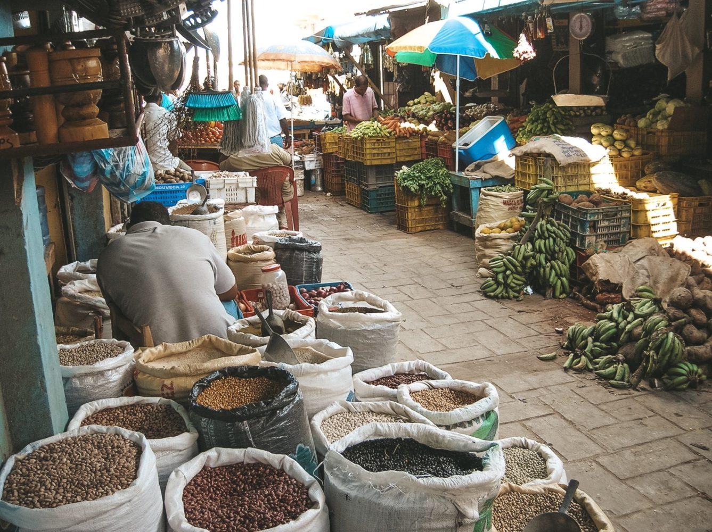 L'odeur est difficile à supporter… mais le marché offre une grande variété de produits locaux