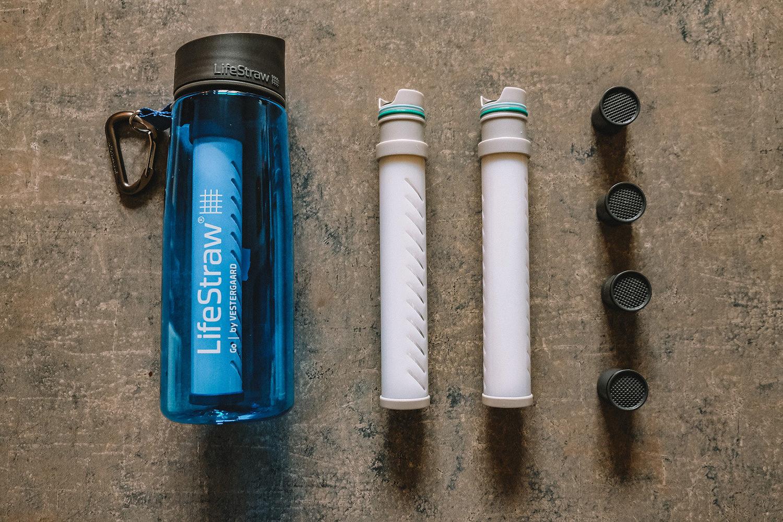 La gourde filtrante Lifestraw, avec ses filtres et ses capsultes de charbon