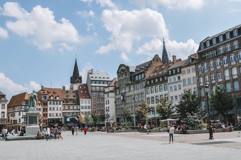La place Gutenberg située dans la Grande Île de Strasbourg