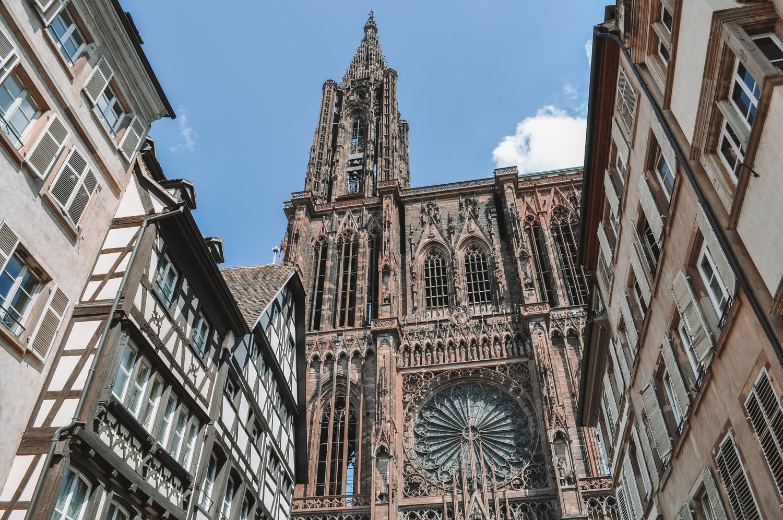 Vue sur la magnifique cathédrale Notre-Dame de Strasbourg