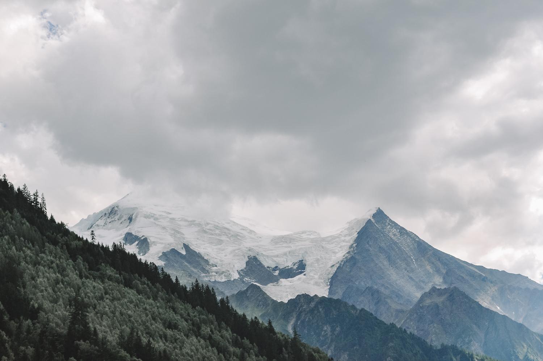 Vue sur le Mont Blanc un peu caché par le brouillard