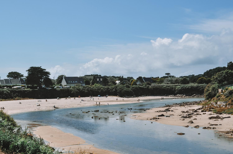Petite plage à marée basse