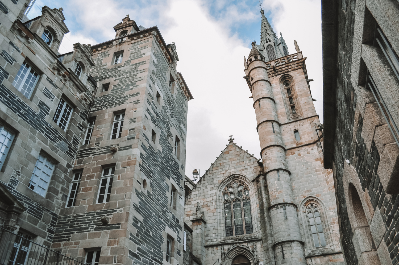 Vue sur la très jolie église Saint-Melaine de Morlaix
