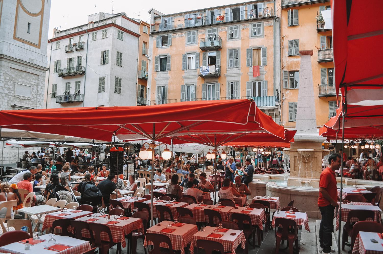 La très jolie et animée Place Rossetti